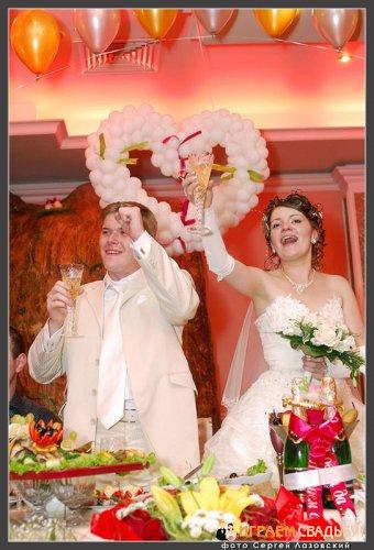 Hа Руси у горожан до начала свадьбы широкое распространение имел обряд О пяти приборах . Он совершался отдельно - за час до отъезда к венцу - в доме жениха
