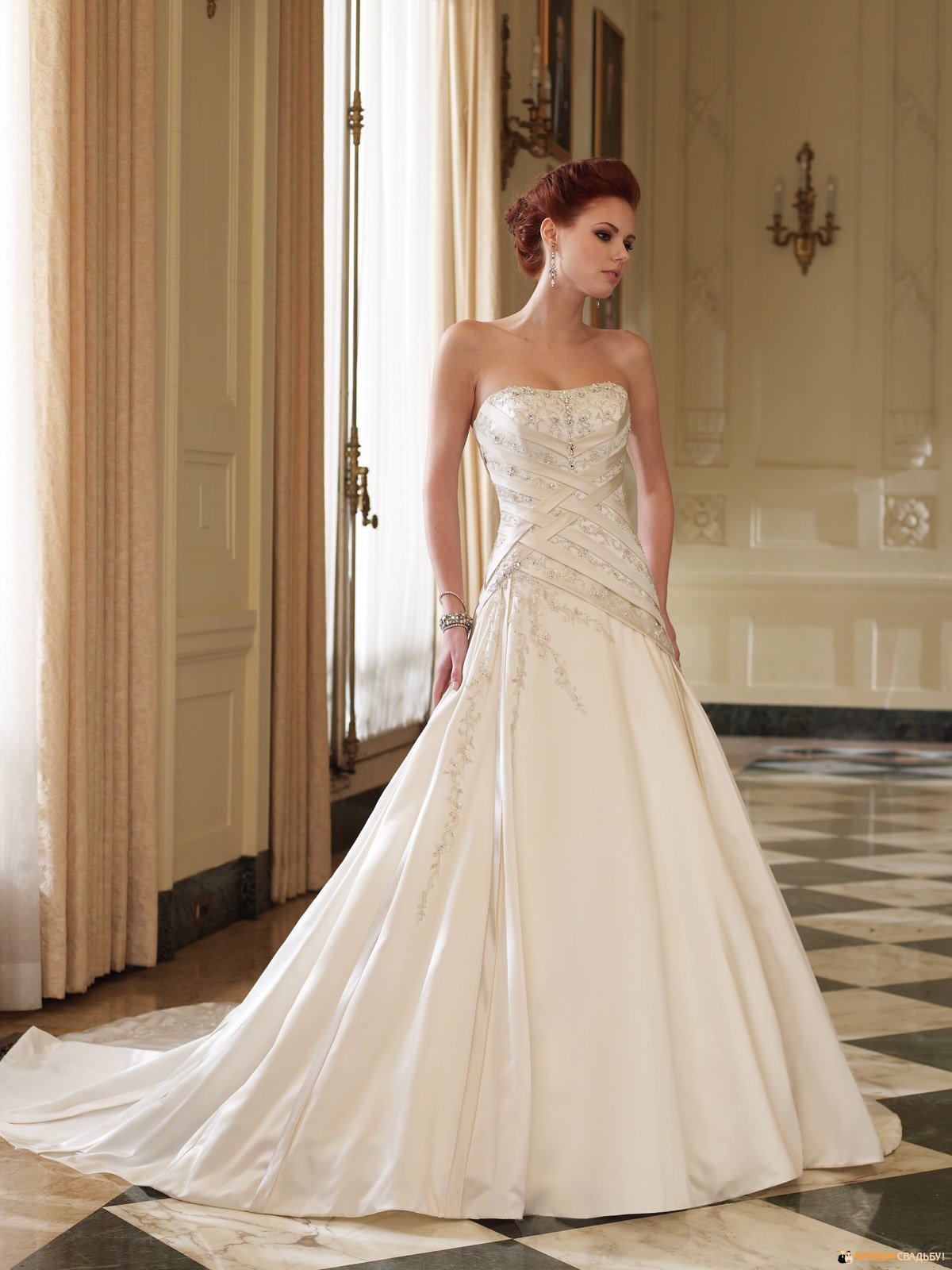 Если молодая, влюбленная девушка осознает, что ей требуется подвенечное платье, девушка начинает думать, где лучше выбирать свадебные платья