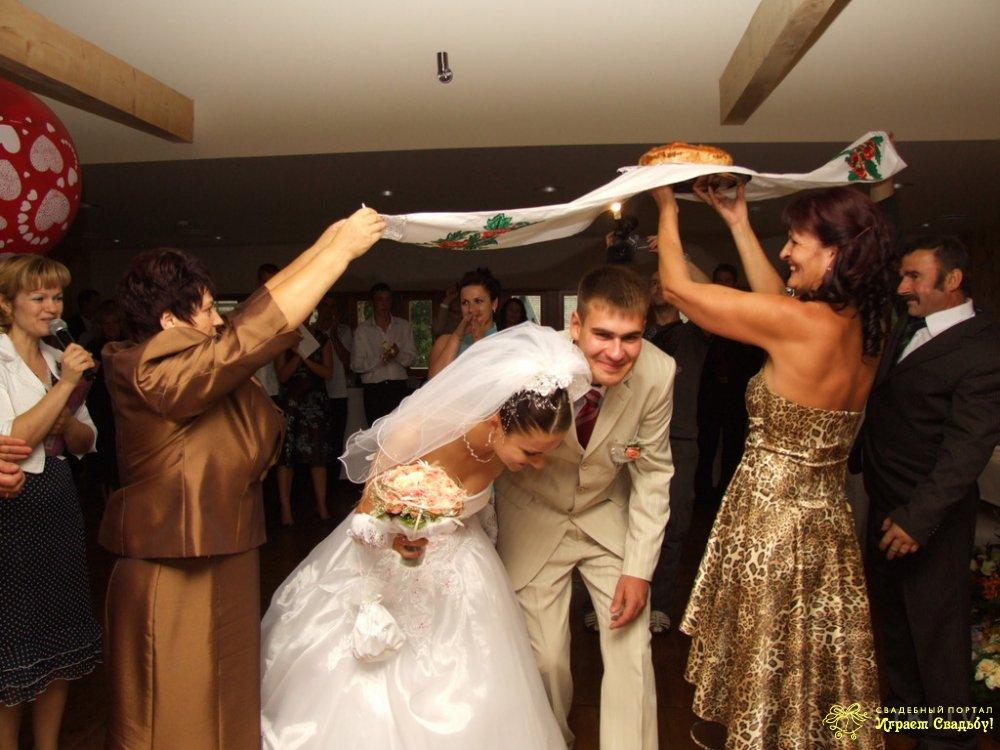 Подарки жениху и невесте перед свадьбой